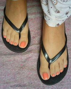 I love woman's legs & feet : Photo Those toes look like they would melt in my mouth Pretty Toe Nails, Cute Toe Nails, Pretty Toes, Feet Soles, Women's Feet, Pies Sexy, Manicure Y Pedicure, Pedicures, Nice Toes