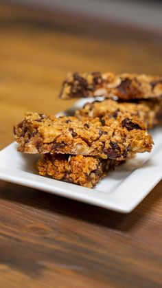 Oat bars, hazelnuts and chocolate - Ingredients for 2 people Preparation time: 20 minutes Difficulty: Easy Lemon Dessert Recipes, Healthy Desserts, Easy Desserts, Sweet Recipes, Tasty Videos, Food Videos, Cakes That Look Like Food, Healthy Baked Chicken, Snacks Saludables