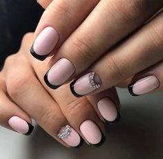 French manicure doesn't always need to be a combination of light pink and white color. Here is on top of nail instead of white exploited black color and the effect is great.