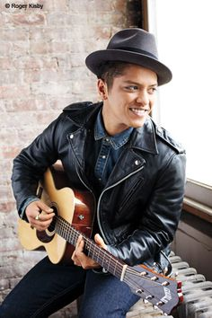 BRUNO MARS aaahhhhhh!!! ❤❤ when u smile the whole world stops and stares for a while