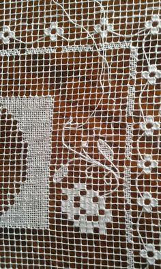 Hardanger Embroidery, Lace Embroidery, Embroidery Stitches, Needle Lace, Bobbin Lace, Filet Crochet, Red Malla, Lace Drawing, Monks Cloth