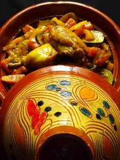 Chicken tagine with vegetables: carrot, pepper and zucchini Tajin Recipes, Moroccan Vegetables, Turkish Recipes, Ethnic Recipes, Couscous Recipes, Middle Eastern Recipes, Easy Cooking, I Love Food, Hot Dog