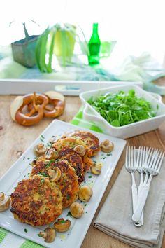 stuttgartcooking: Brezel-Bratlinge mit sautierten Champignons und einem Postelein-Salat