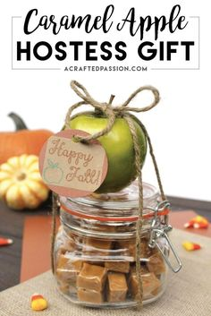 7 Fall Hostess Gift Ideas Put together this easy caramel apple hostess gift before you head out to your next Fall party. Find this plus 6 other fall hostess gift ideas! Fall Gifts, Christmas Crafts For Gifts, Thanksgiving Gifts, Craft Gifts, Fall Teacher Gifts, Diy Christmas Hostess Gifts, Thanksgiving Quotes, Thanksgiving Appetizers, Thanksgiving Outfit