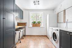 Tvättstuga Mudroom, Laundry Room, Washing Machine, Home Appliances, Living Room, Interior Design, Furniture, Room Ideas, Home Decor