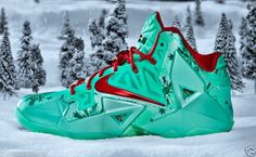uk availability 58a4f dc5f2 NIKE LEBRON XI 11 CHRISTMAS HOLIDAY COLLECTION LIMITED EDITION DS NIB  Sz4-13  Shoes