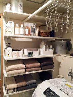 LABRICO(ラブリコ)といつパーツで柱を作り棚を取りつけました。塗料はROOMBLOOM(ルームブルーム)という水性塗料を使っています。 Bathroom Medicine Cabinet, Diy And Crafts, Laundry, Room Decor, Storage, Interior, Closets, Laundry Room, Purse Storage