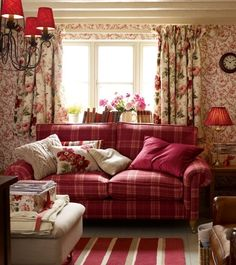 English country living room with painted beamed ceiling. - English country living room with painted beamed ceiling. Cottage Chic, Style Cottage, English Cottage Style, English Country Decor, French Country Living Room, English Style, Red Cottage, English Cottages, Swedish Cottage