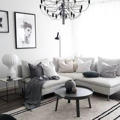 Saturday and vacation #livingroom #livingroominspo #scandinavianinspo #nordichome #mynordicroom #nordiskstil #nordiskehjem #home #ikeasöderhamn #muuto #studioedin #flos #cooee #lagerhaus #hmhome #linnekuddar #monochrome #whiteinterior #greyscale