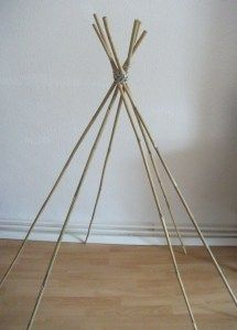 Drape an unused dress over some bamboo poles and make a toddler/terrier teepee Diy Teepee, Diy Tent, Kids Tents, Teepee Kids, Play Tents, Toddler Tent, Indian Teepee, Bamboo Poles, Kids Daycare