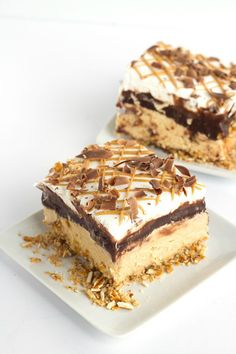 Chocolate Peanut Butter Layer Dessert - buttery pretzel crust, peanut butter cheesecake mousse, chocolate pudding, hot fudge, whipped cream and a peanut butter drizzle! Peanut Butter Dessert Recipes, Peanut Butter Cheesecake, Pudding Desserts, Fun Desserts, Cookie Recipes, Delicious Desserts, Peanut Butter Delight Recipe, Chocolate Peanuts, Chocolate Peanut Butter