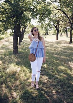 White jeans, Rattan bag and Zara lace blue white striped top Daisies, Summer Looks, Rattan, That Look, Zara, Blue And White, Glitter, Pure Products, Pants