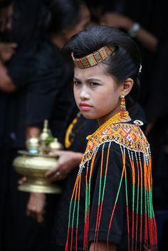 """Kata toraja berasal dari bahasa Bugis, to riaja, yang berarti """"orang yang berdiam di negeri atas"""""""