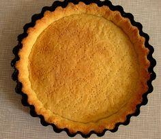 В этом посте я расскажу как быстро и без особых усилий сделать вкусное рассыпчатое песочное тесто. Хрустящее и рассыпчатое песочное тесто готово к использованию.