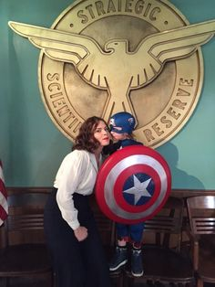 captainswan-skyeward: Hayley Atwell ‏@HayleyAtwell Peggy reunites with Cap!