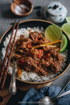This beef rendang recipe yields buttery, juicy beef in a thick, rich, caramelized curry sauce. Learn how to make authentic Indonesian beef rendang. Tilapia Recipes, Veggie Recipes, Asian Recipes, Beef Recipes, Orange Recipes, Punch Recipes, Chinese Recipes, Veggie Food, Cookbook Recipes