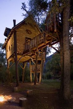 Crystal River Tree House. TreeHouse. Treehouses Pixodium - Selected pictures blog organized in thematic feeds. All images on this website are found in internet and presented with reference link to the source..