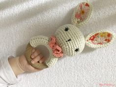 crochet patterns using sock yarn - patterns using sock yarn + crochet patterns using sock yarn + knitting patterns using sock yarn + knit patterns using sock yarn Baby Knitting Patterns, Baby Patterns, Knitting Yarn, Crochet Diy, Crochet Amigurumi, Kit Bebe, Sock Yarn, Baby Shoes, Baby Knitting