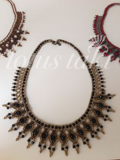 Arquitectura Tutorial and Ideas Diy Jewelry, Jewelery, Choker, Bead Weaving, Beaded Necklace, Necklaces, Hair Pins, Tatting, Diy Crafts