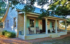 Fredericksburg Cottage (TX Hill Country) Native Texas limestone & metal roof with porch. Building Design, Building A House, 1000 Sq Ft House, Hill Country Homes, Country Farm, Country Living, Country Style, Cottage Style Decor, Cottage Design