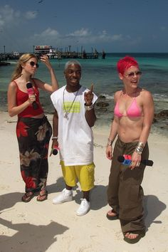 Mandy Moore took us back to when she hosted MTV's Spring Break with Sisqó and Pink. Christina Ricci, Christina Aguilera, Cary Hart, Spice Girls Dolls, Large American Flag, Sleeping Drawing, Spring Break Party, Drew Carey, Tina Knowles