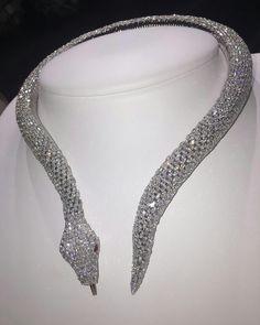 @borgee_jewellery. Snake diamond necklace #design#love#instagood#instadaily
