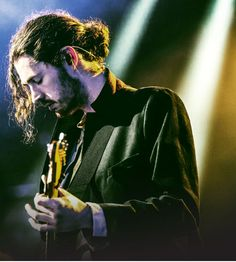 HOZIER''S 'TAKE ME TO CHURCH' IS SPOTIFY''S MOST SHARED SONG OF 2014