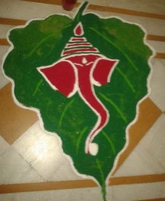 Ganpati rangoli designs are everybody's favourite. We have tried to put together some of the easiest Ganpati rangoli designs for you, do have a look. Diwali Special Rangoli Design, Easy Rangoli Designs Diwali, Rangoli Simple, Rangoli Designs Latest, Simple Rangoli Designs Images, Rangoli Designs Flower, Free Hand Rangoli Design, Small Rangoli Design, Rangoli Patterns