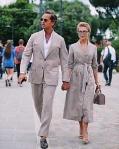 Nice 9 Beautiful Couple Outfits Ideas with an Elegant Impression Trend of couple's outfits is still adorned in Including celebrity couples who continue to look attractive in attractive and unique paired outfit. Couple Style, Couple Goals, Matching Couple Outfits, Matching Couples, Stylish Couple, Fashion Couple, Pinterest Fashion, Mode Hijab, Beautiful Couple