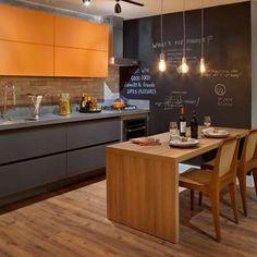 Inspiração para sexta-feira: madeira, cores, detalhes charmosos e um bom vinho! #kitchen #cozinha #decor #design