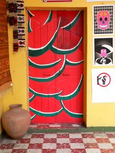 Fun Mexican room design! La puerta sandia, Oaxaca, Mexico