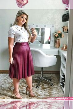 Pin by Roseane Costa on moda in 2019 Modest Wear, Modest Dresses, Modest Outfits, Skirt Outfits, Chic Outfits, Curvy Girl Outfits, Plus Size Outfits, Curvy Work Outfit, Modesty Fashion