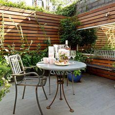 Outdoor patio garden ideas and small garden ideas - small ga Tiny Garden Ideas, Garden Ideas To Make, Easy Garden, Small Garden Mirror Ideas, Small North Facing Garden Ideas, Small Balcony Design, Small Garden Design, Small Terrace, Modern Landscape Design