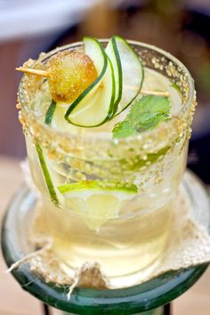 The Cuke from the NY TIMES is a delightful mixture of lime, fresh mint, cucumber and raw cane sugar muddled with sparkling water and Hendrick's Gin (I chose to add a handful of Muscato grapes for a little extra sweetness. Vodka Cocktails, Summer Cocktails, Alcoholic Drinks, Beverages, Cocktail Fruit, Cocktail Recipes, Cucumber Cocktail, Cucumber Drink, Gin Und Tonic