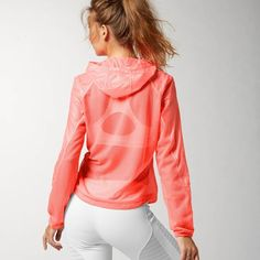 Sheer woven construction for light and breathable protection against the elements. CARDIO PERFORMANCE JACKET