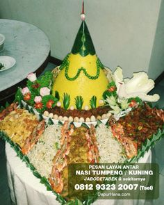 B Food, Food Art, How To Make Yellow, Coconut Milk Rice, Yellow Rice Recipes, Decorating With Pictures, Decoration Pictures, Indonesian Cuisine, Food Garnishes