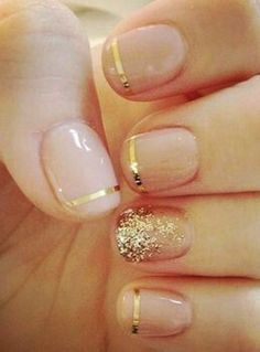 Image via Nail Designs for Short Nails Gold Glitter. Image via Black and gold glitter nail art for dinner at a restaurant. Image via Beautiful golden manicure with glitter. Essie, Hair And Nails, My Nails, Prom Nails, Homecoming Nails, Vegas Nails, Halo Nails, Nails Today, Diamond Nails