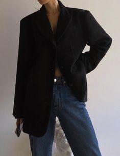 Oversized black blazer with jeans Black Blazer With Jeans, Casual Blazer, Blazer Outfits, Blazer Fashion, Chic Outfits, Casual Shirts, Fashion Outfits, Black Women Fashion, Womens Fashion