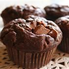 Moist Chocolate Muffins Recipe - mmmm this sounds so good. Best Chocolate Cake, Chocolate Muffins, Chocolate Chocolate, Yummy Treats, Sweet Treats, Yummy Food, Yummy Recipes, Recipies, Spinach Tart