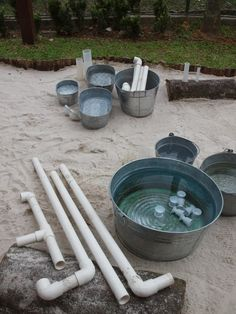 Galvanised tubs & buckets with PVC pipes at Blue House International School – natural playground ideas Outdoor Education, Outdoor Learning Spaces, Reggio Emilia, Sand Play, Water Play, Water Games, Natural Playground, Outdoor Playground, Playground Ideas