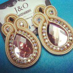 dopodomani Soutache Earrings, Beaded Earrings, Earrings Handmade, Handmade Jewelry, Soutache Tutorial, Shibori, Jewerly, Jewelry Bracelets, Jewelry Design