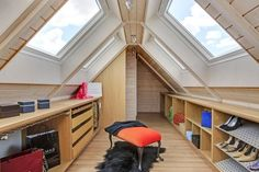 55 Sloping Ideas - Cleverly place furniture in the room Loft, Attic, Woodworking Projects, Tiny House, Sweet Home, Bedroom Decor, Stairs, Construction, Interior Design