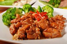 This easy general tso chicken recipe is stir-fried in a savory sauce. This healthy general tso chicken recipe is the most popular Chinese takeout dishes of all time. Great Recipes, Dinner Recipes, Favorite Recipes, Amazing Recipes, General Tao Chicken, Tso Chicken, Broil Chicken, Chicken Lasagna, Asian Chicken
