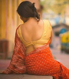 Read shayari gazal and much more on www. Sexy Blouse, Blouse Dress, Blouse Neck, Indian Beauty Saree, Indian Sarees, Simple Sarees, Thing 1, Saree Styles, Saree Blouse Designs