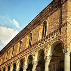 Ca'Granda  #Italy #Italia #Lombardy #Lombardia #Milan #Milano #2k15 #unimi #festadelperdono #cagranda #universitastatale #portico #colonnato #nofilter #milanodavedere #milanodavivere #prospettiva #perspective #whywelovemilano #igersmilano #igersitaly #expo2015 #expomilano2015 by ilairabronsa89
