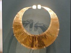 Gold Neckpiece in the British Museum British Museum, Jewelry Design, Sculpture, Mirror, Gold, Painting, Decor, Art, Art Background