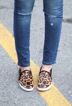 CASUAL FALL DAYS - GOLD COAST GIRL #fall #fashion #denim #jeans #leopard #sneakers #crossbodybag #streetstyle