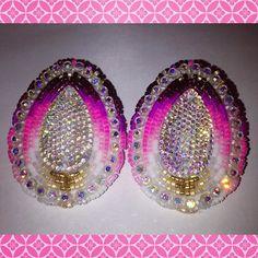 Little remix of a pair I did a few weeks ago #beadwork #beadedearrings