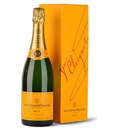 Send Champagne Gold to the USA, the gift includes: - Veuve Clicquot Brut Yellow Label Champagne (France) 750 ml; Champagne France, Best Champagne, Champagne Glasses, Champagne Gifts, Veuve Clicquot Champagne, Veuve Cliquot, Surprises For Your Boyfriend, Wine Chateau, Alcohol Gifts