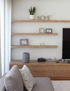 La nueva casa de Sara Carbonero en Oporto con muebles Kenay Home - estanterias Living Room Tv, Home And Living, Modern Living, Kitchen Living, Simple Living, Muebles Living, Floating Shelves Diy, Floating Tv Unit, Floating Living Room Shelves